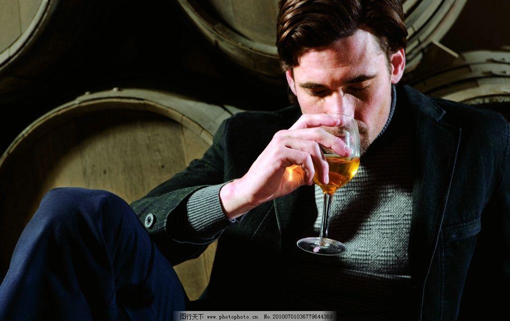 男人 男人喝酒 西装