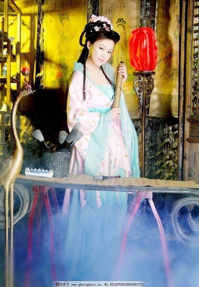 古典古装美女图片 古典 古装 美女      华丽服饰 古筝 女性女人 人物