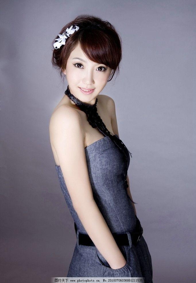 封面美女 美女 漂亮 清纯 白色花朵 蓝色裙子 白皙美女 人物图库 240