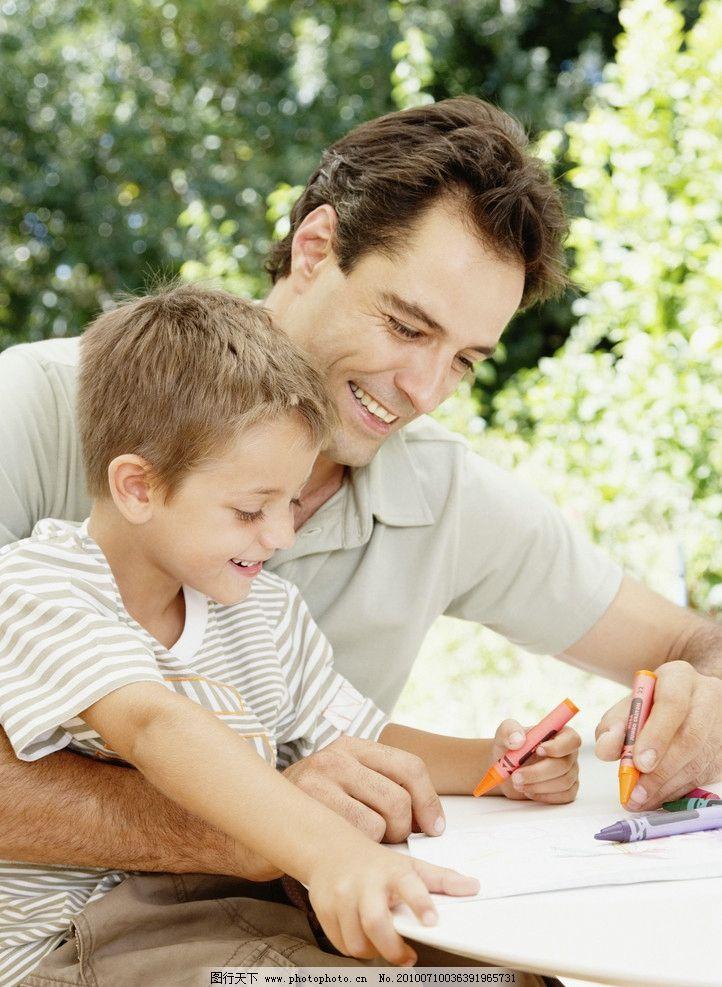 爸爸和孩子画画 画画 家庭 幸福 一家人 温馨家庭 快乐家庭 和谐家庭