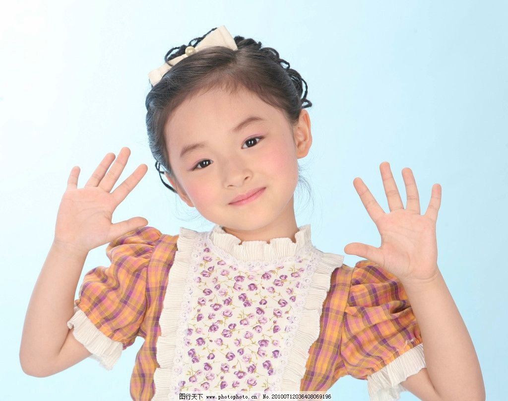 开心漂亮可爱的小女孩子图片 开心 漂亮 可爱的 小女孩子 图片 花色 衣服 花 红色衣服 开心的小女孩 可爱的小女孩子 儿童世界 世界儿童 儿童 小孩 幼儿 天真 可爱 儿童幼儿 微笑 可爱的脸蛋 白色 室内摄影 人物写真 嫩嫩的皮肤 时尚甜蜜的笑脸 长头发女孩子 漂亮的眼睛 300DPI 摄影 人物摄影 人物图库 JPG