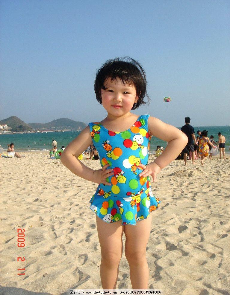 沙滩可爱小女孩子靓照图片
