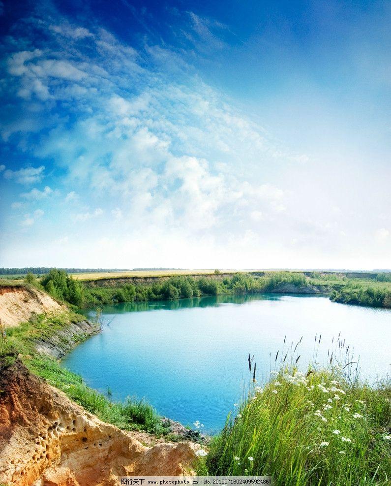 设计图库 自然景观 自然风光  梦幻风景 天池 湖水 水 草丛 野花 水塘