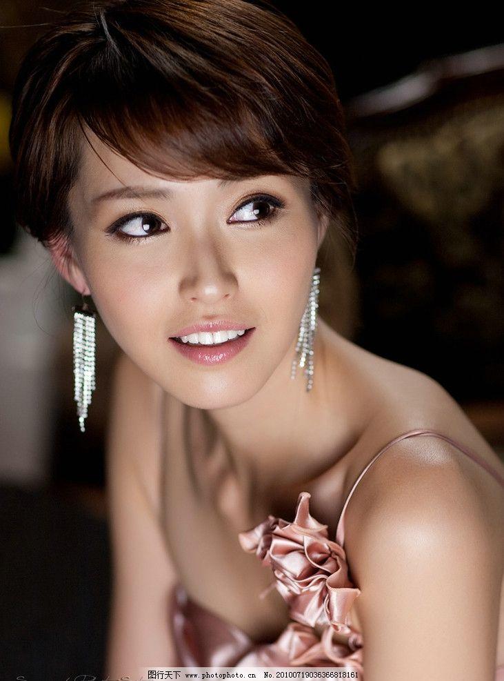 韩国美女 韩国 美女 晚礼服 粉红 可爱 女人 外国女人 微笑 耳环 特写