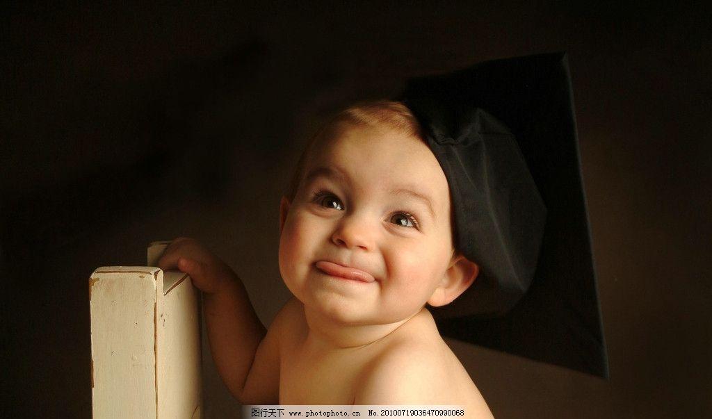小男孩 婴儿 小孩 儿童 幼儿 外国小孩 白人 可爱 吐舌头 摄影图片