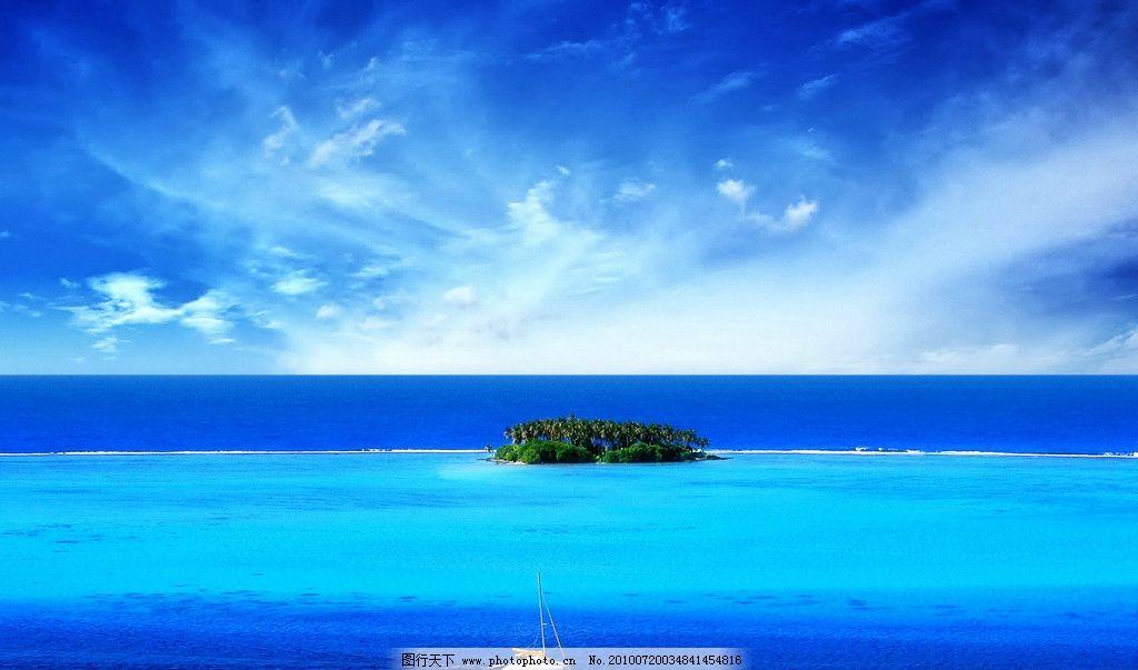 海中的小岛与船图片