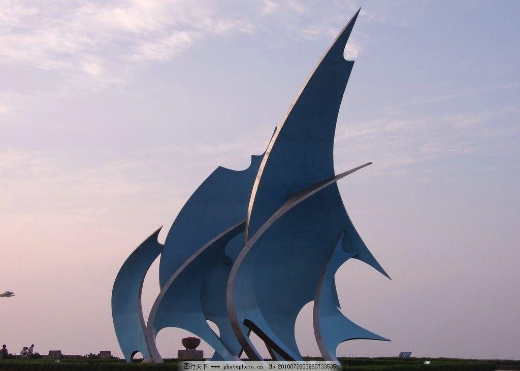 蓝色的帆 青岛 石老人浴场 海边雕塑 早晨 天空 白云 一抹红晕 雕塑