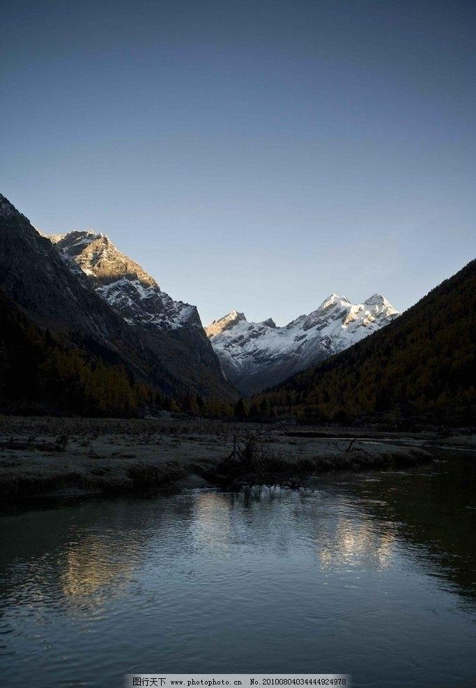 风景 风光 天空 蓝天 河流 树木 森林 雪山 冬天 高山 冰河 大树 山水