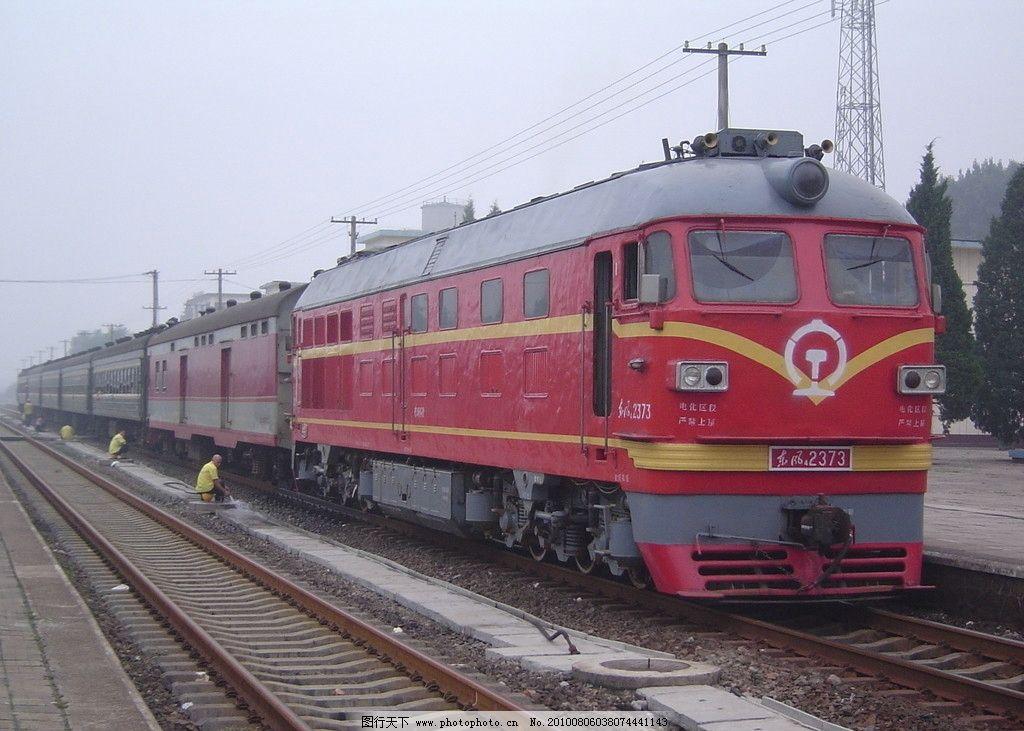 东风四型内燃机车图片