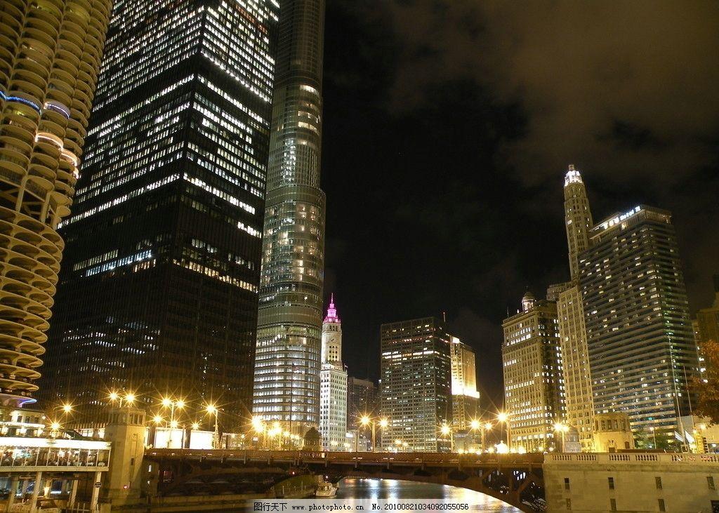 芝加哥 城市夜景 高楼林立 大楼灯光 道路灯光 车灯 信号灯 芝加哥河