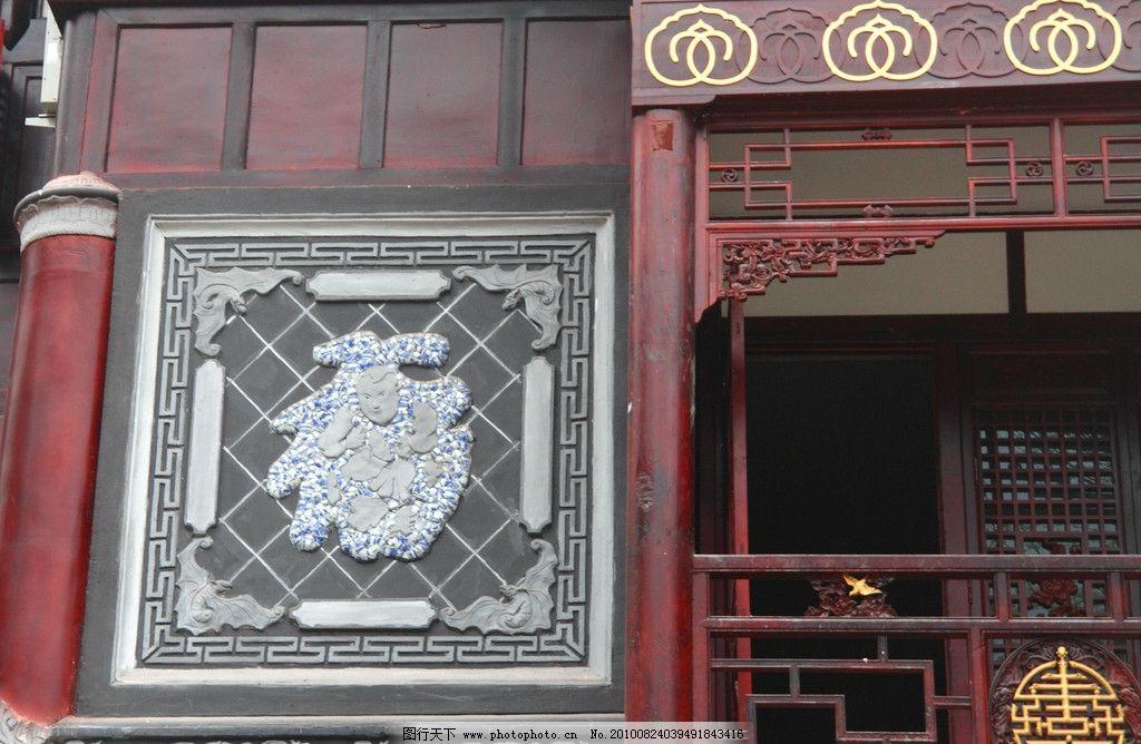 仿中式建筑与福字壁画装饰图片