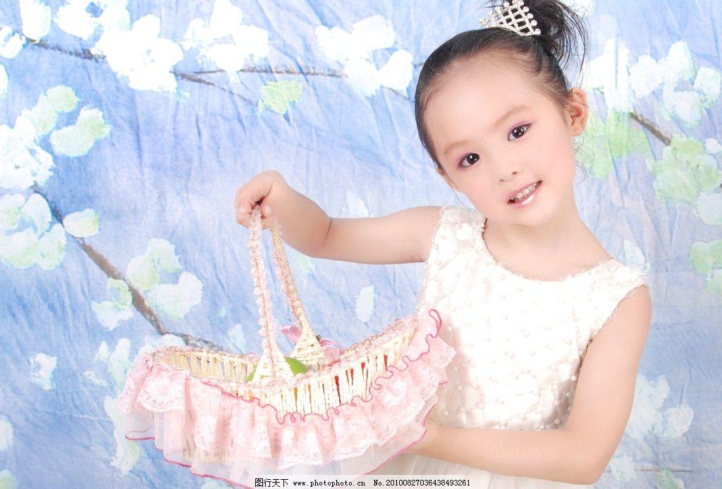5岁宝宝照女孩 活泼 可爱的女孩 5岁宝宝照 儿童幼儿 人物图库 摄影 2