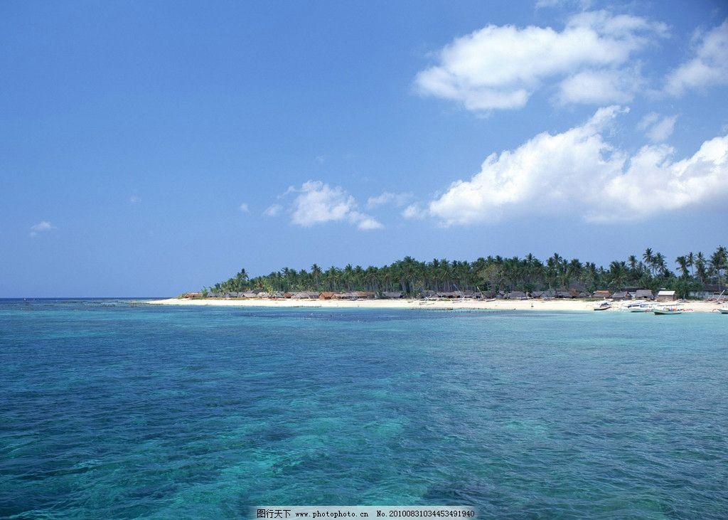大海风景 小岛 树林 蓝天 白云 房屋 游船 摄影