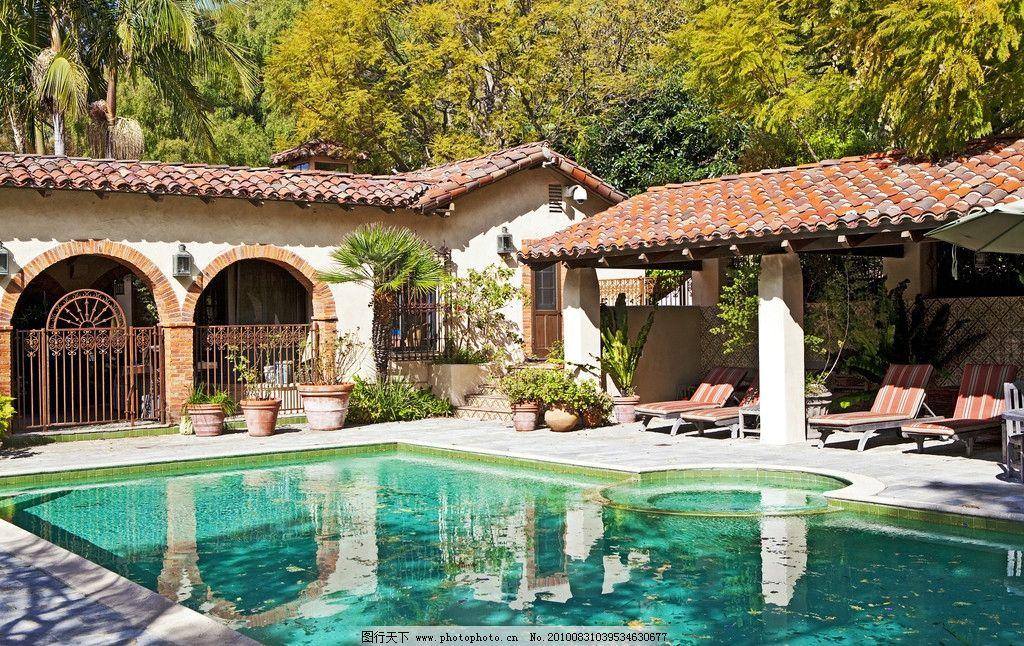 豪华别墅庄园里的游泳池图片