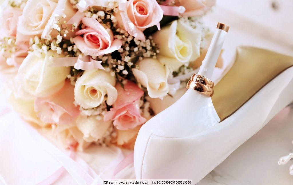 婚纱背景 戒指 玫瑰图片