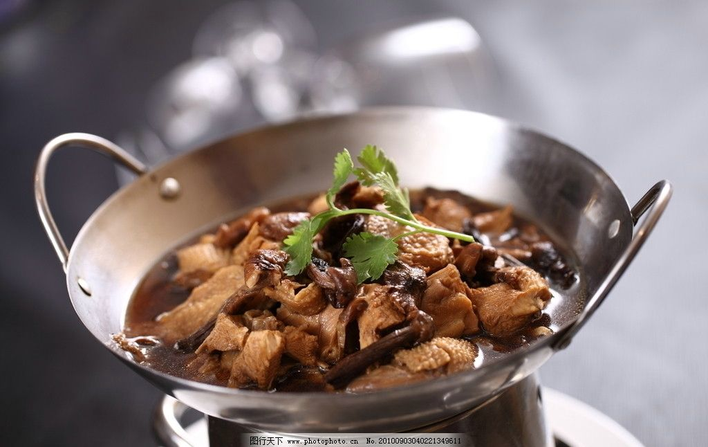 小鸡炖蘑菇图片
