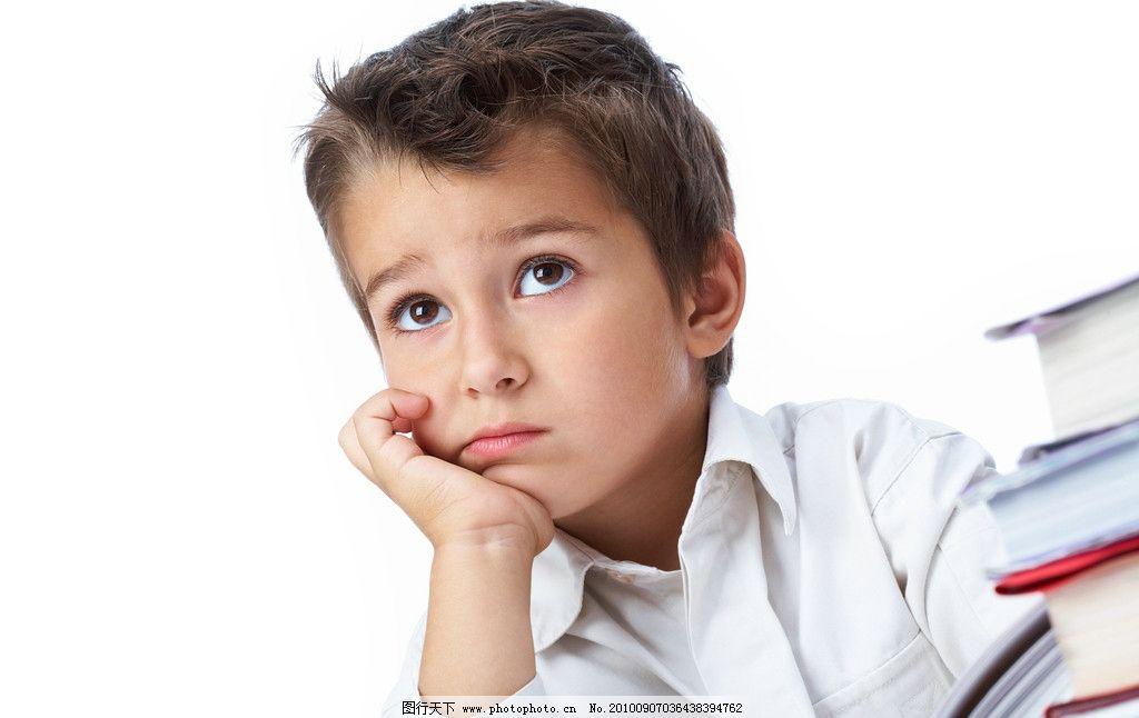 思考的小男孩 思考 考虑 小男孩 小学生 学生 儿童 孩子 摄影 儿童