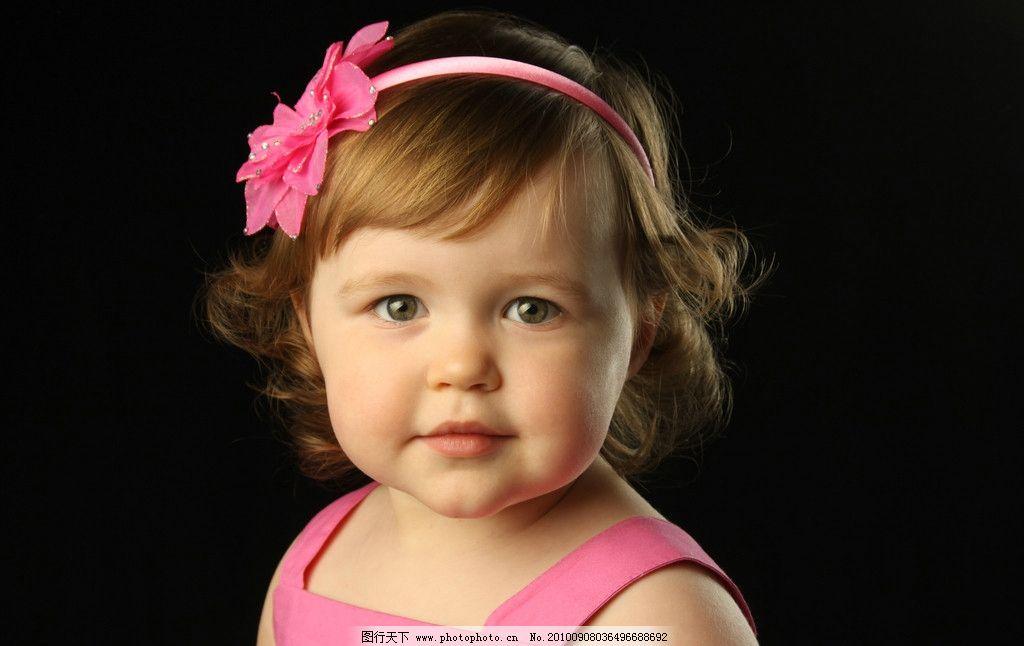 头上戴着花的小美女 头上 戴着花 小美女 可爱 粉色 胖嘟嘟 儿童幼儿