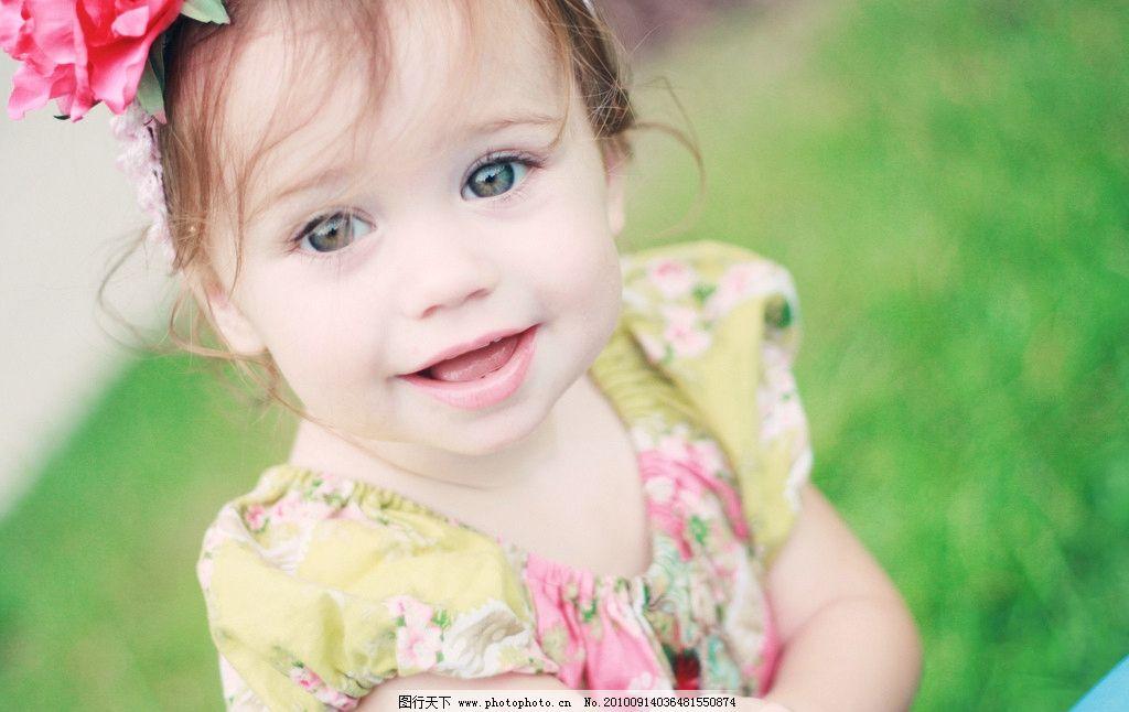 小女孩 可爱 清纯 外国小女孩 儿童 女孩 活泼 草地 儿童幼儿 人物