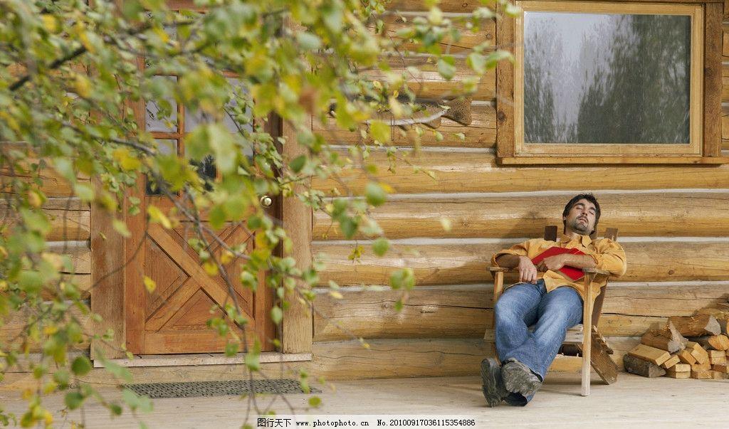 躺着的男人 门前 休闲 休息 风景 树 休闲人物 日常生活 摄影