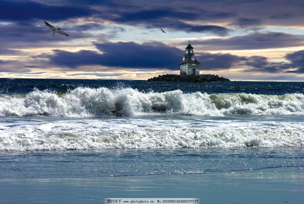 海水 海浪 小岛 岛屿 岛屿建筑 波涛 海鸟 夕阳天空 美丽风光 风景