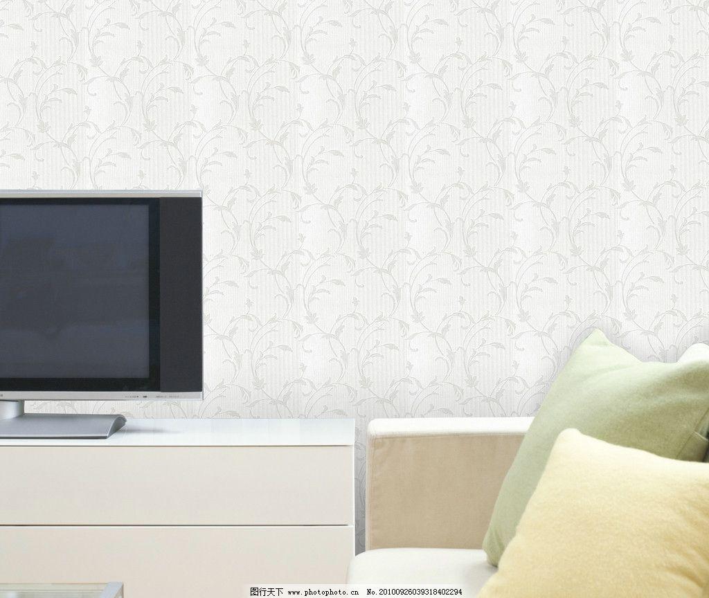 电视 中式壁纸 家居 家具 灯 桌子 沙发 地板 电视机 玻璃缸